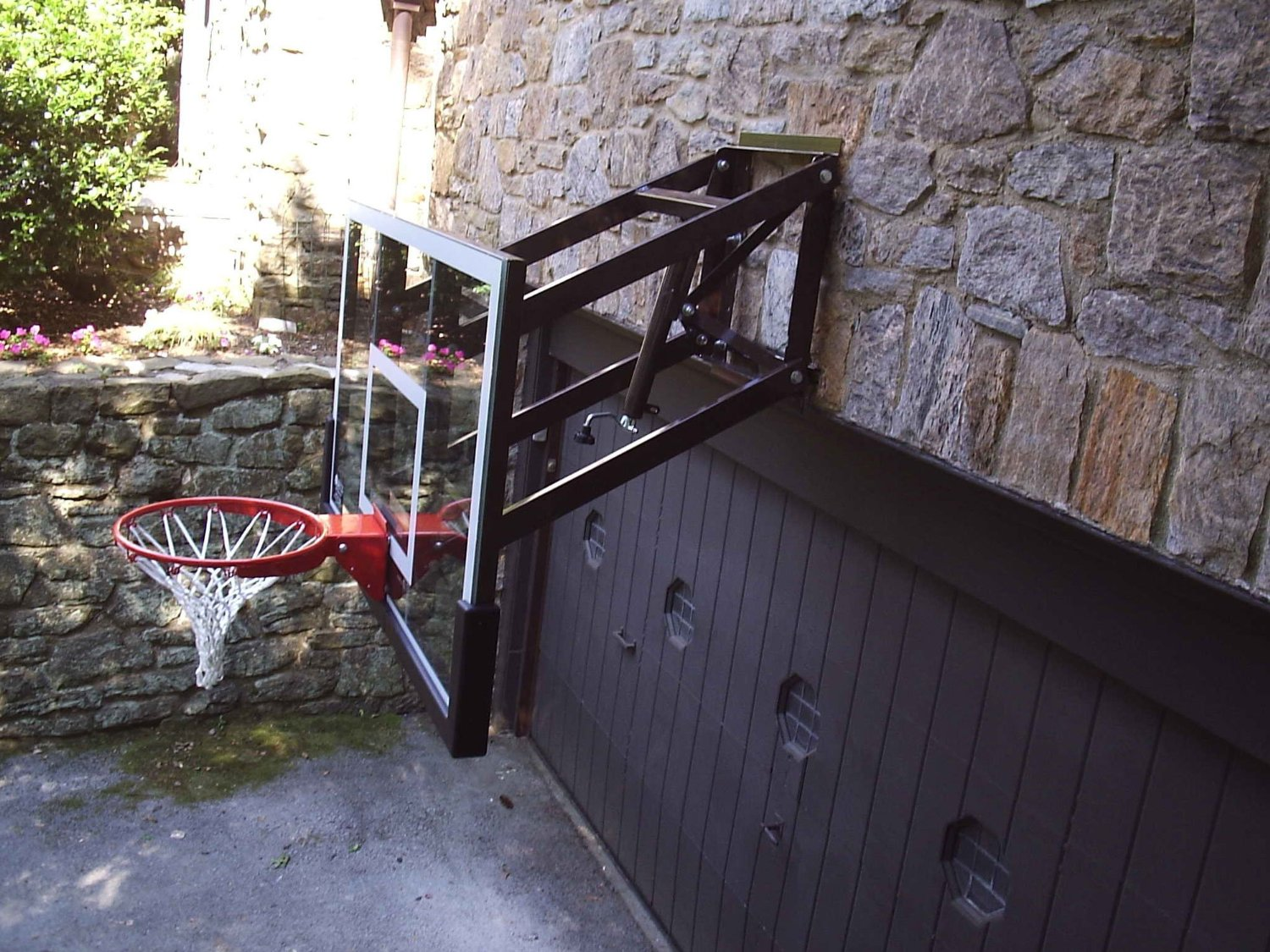 When A Wall Mount Basket Ball Hoop Is The Right Choice