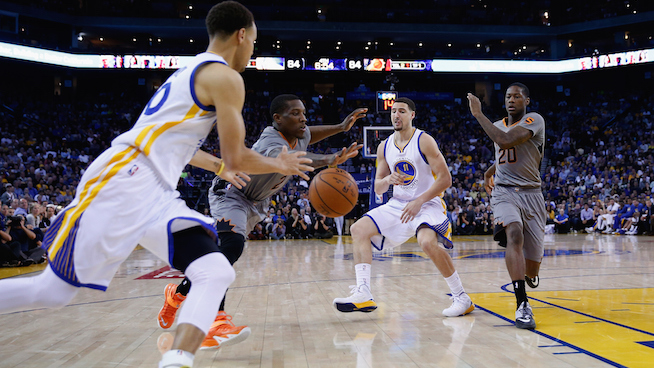 OAKLAND, CA - APRIL 02:  Klay Thompson #11 passes the ball to Stephen Curry #30 of the Golden State Warriors while Eric Bledsoe #2 and Archie Goodwin #20 of the Phoenix Suns play defense at ORACLE Arena on April 2, 2015 in Oakland, California.  NOTE TO USER: User expressly acknowledges and agrees that, by downloading and or using this photograph, User is consenting to the terms and conditions of the Getty Images License Agreement.  (Photo by Ezra Shaw/Getty Images)