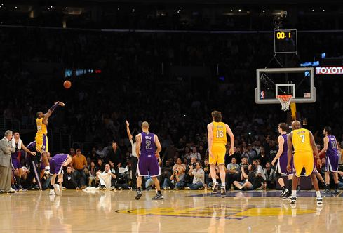 kobe-bryant-buzzer-beater-vs-the-kings-2010