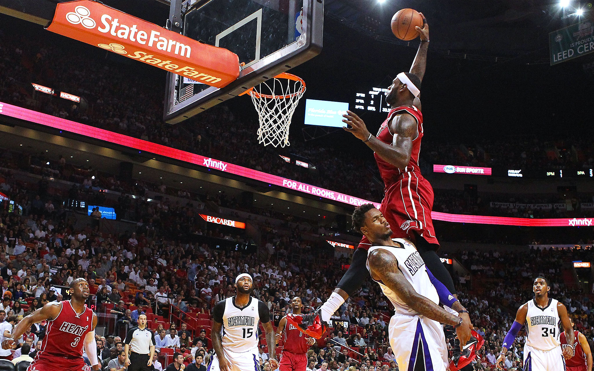 Miami Heat forward LeBron James goes in for a dunk against Sacramento Kings guard Ben McLemore during the first quarter at the AmericanAirlines Arena in Miami on Friday, Dec. 20, 2013. (David Santiago/El Nuevo Herald/MCT)